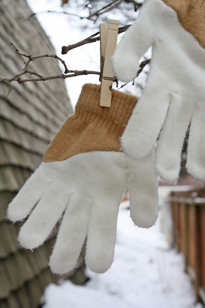 DIY color-blocked gloves